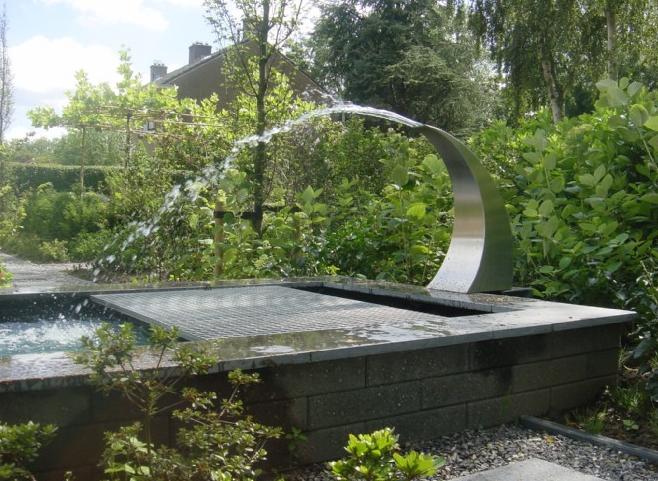 tuin met waterelement in schiedam